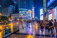 Chongqing, het commerciële centrum van de binnenstad bij nacht, China, Azië Stock Afbeelding