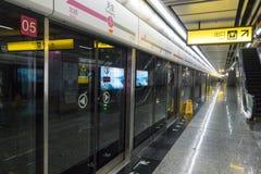 Chongqing Metro linje 6 gångtunneldrev Arkivfoto
