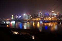 Chongqing miasta linia horyzontu przy nocą Obrazy Stock