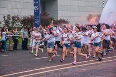 Chongqing Powystawowego centrum kolor biegający w młodzi ludzie Fotografia Royalty Free
