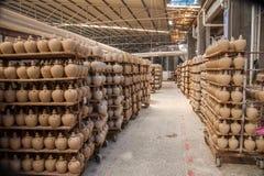 Chongqing Shi Guohua Ceramics Co , Ltd produktionbehållare Arkivbilder