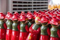Chongqing Shi Guohua Ceramics Co , Ltd Produktionsbehälter Stockfoto