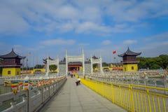 CHONGYUANG świątynia, CHINY: Chodzący wokoło pokojowego świątynnego kompleksu, piękni budynki, architektura i niektóre, zieleniej Zdjęcie Royalty Free