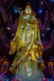 CHONGYUANG świątynia, CHINY - 29 STYCZEŃ, 2017: Zamyka w górę pięknej złotej Buddha statuy, wielkie szczegółowe dekoracje, część Obrazy Royalty Free
