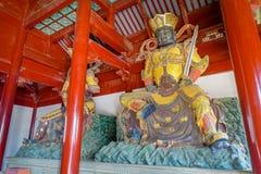 CHONGYUANG-TEMPEL, CHINA - 29. JANUAR 2017: Alte Statuen der religiösen Bedeutung, Teil des Tempelkomplexes, Ensemble von Stockbild
