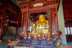 CHONGYUANG-TEMPEL, CHINA - 29. JANUAR 2017: Alte Statuen der religiösen Bedeutung, Teil des Tempelkomplexes, Ensemble von Stockfoto