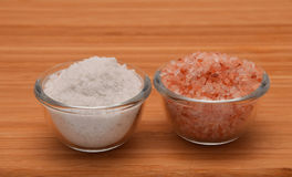 Choose your salt - Himalayan or rock salt (side view) on wood Stock Images