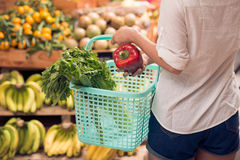 Choosing greens and vegetables Royalty Free Stock Photos