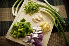 Chopboard avec des légumes Images libres de droits