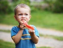 Chłopiec łasowania melon Obrazy Royalty Free
