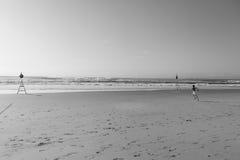 Chłopiec bieg plaży ocean Fotografia Royalty Free