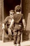 Chłopiec i brat bawić się na boisku Fotografia Royalty Free