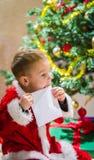 Chłopiec i list Obrazy Royalty Free