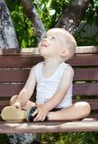 Chłopiec na ławce Zdjęcia Stock
