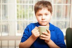 Chłopiec pije kawę Obrazy Stock