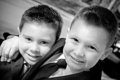 chłopiec szczęśliwy dwa potomstwa Zdjęcia Royalty Free
