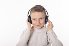 Chłopiec z hełmofonami Obrazy Royalty Free
