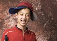 chłopiec związuje szczęśliwy nastoletniego Fotografia Royalty Free