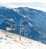 CHOPOK, ΣΛΟΒΑΚΊΑ - 12 ΙΑΝΟΥΑΡΊΟΥ 2017: Να ανεβεί τελεφερίκ και κάτω βουνό Chopok στην περιοχή χιονοδρομικών κέντρων Jasna στις 12 Στοκ φωτογραφία με δικαίωμα ελεύθερης χρήσης