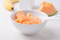 Chopped cantaloupe in a bowl Royalty Free Stock Photos