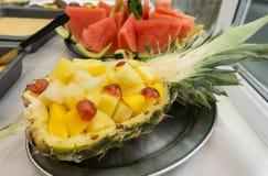 Chopped ha affettato l'anguria, più un'insalata dell'ananas Immagini Stock Libere da Diritti