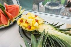 Chopped ha affettato l'anguria, più un'insalata dell'ananas Fotografie Stock