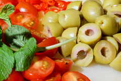 Chopped tomatoes, peppers and olives Royalty Free Stock Photos