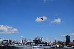 Chopper Rescue Show no St Pauli-Landungsbrucken, Hafengeburtstag - celebra??o do anivers?rio do porto em Hamburgo, Alemanha imagens de stock
