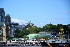 Chopper Rescue Show no St Pauli-Landungsbrucken, Hafengeburtstag - celebra??o do anivers?rio do porto em Hamburgo, Alemanha fotos de stock