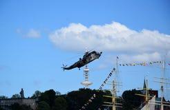 Chopper Rescue Show no St Pauli-Landungsbrucken, Hafengeburtstag - celebra??o do anivers?rio do porto em Hamburgo, Alemanha foto de stock