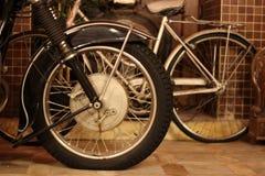 Chopper Side View antico, lampada capa, freno & area in bianco immagini stock