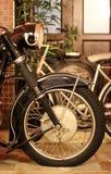 Chopper Side View antigo, pneu velho, lâmpada principal, suspensão fotos de stock royalty free