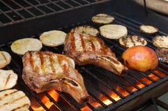 chops зажгли овощи свинины стоковые фотографии rf