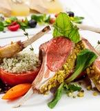Chops и овощи овечки стоковые фото