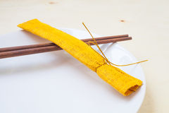 Chopsticks και πιάτα Στοκ εικόνες με δικαίωμα ελεύθερης χρήσης