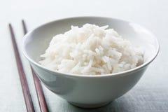 chopsticks κύπελλων μακρύ ρύζι σιταριού Στοκ φωτογραφία με δικαίωμα ελεύθερης χρήσης