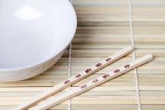 chopsticks κύπελλων Στοκ φωτογραφία με δικαίωμα ελεύθερης χρήσης