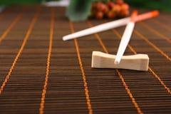 chopsticks μπαμπού πετσέτα Στοκ εικόνες με δικαίωμα ελεύθερης χρήσης
