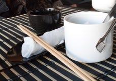 chopsticks ράβδων πετσέτα σουσιών Στοκ Εικόνες