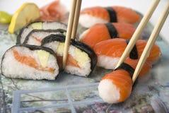 chopsticks σούσια Στοκ φωτογραφίες με δικαίωμα ελεύθερης χρήσης