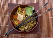 chopsticks τα τηγανητά ανακατώνουν Στοκ Φωτογραφία