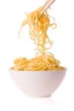 Chopsticks, bacia e macarronetes Imagens de Stock Royalty Free