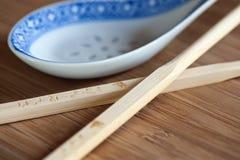 Chopsticks e colher Imagens de Stock Royalty Free