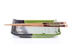 Chopsticks e placa Imagens de Stock
