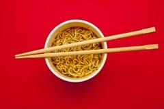 chopsticks filiżanki kluski Zdjęcia Royalty Free