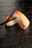 chopsticks garneli suszi zdjęcia stock