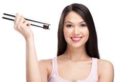 chopsticks target3255_1_ rolki uśmiechniętej suszi kobiety Zdjęcie Royalty Free