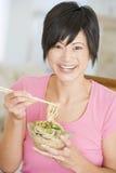 chopsticks target361_1_ posiłku mealtime kobiety obraz royalty free