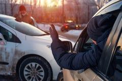 Choque de coche en la calle de la ciudad del invierno Imagen de archivo