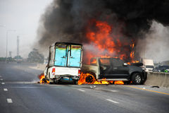 Choque de coche explosivo Fotos de archivo libres de regalías